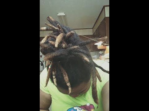 My top 4 helpful tips for growing healthy locs!