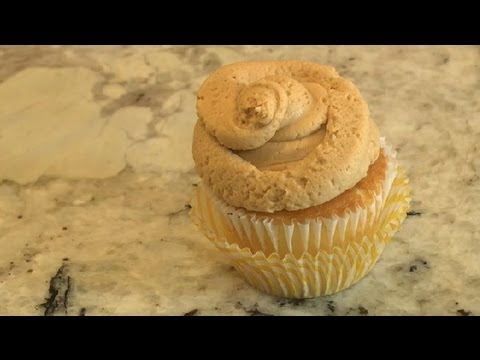 Fluffly Peanut Butter Cupcake Frosting : Baking Techniques