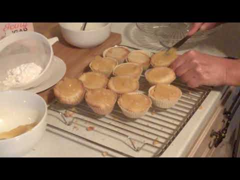 Easy cup cakes decoration - lemon drizzle and fresh cream