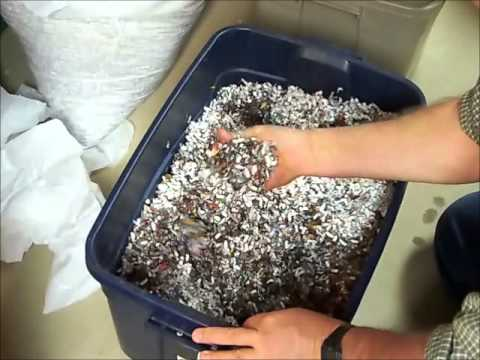 How to make a worm bin with a Rubbermaid container.