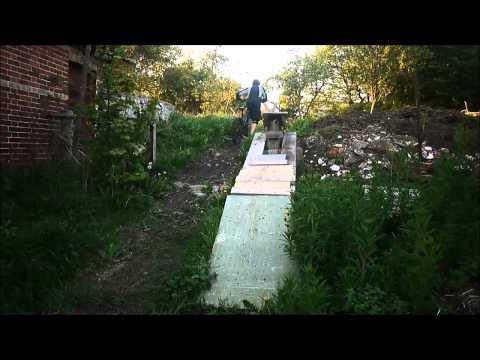 Mini pump track