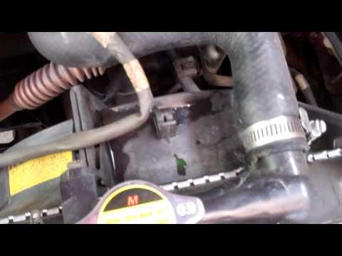 How to detect coolant leak and replace radiator hose