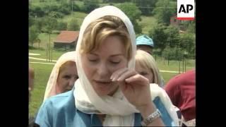Queen Noor at Srebrenica graves