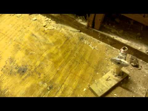 How to repair bathroom floors