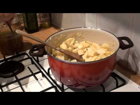 Creamy parsnip and apple soup recipe