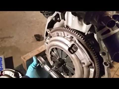 2001 Civic How to: DIY Installing Clutch/pressure plate/flywheel