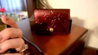 What fits inside of a Louis Vuitton Vernis Business Card Holder - Size comparison to ZCP