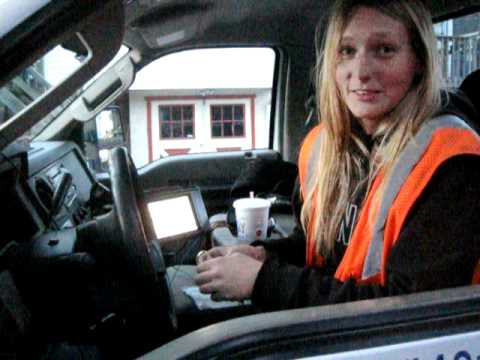 Christmas Eve: female tow truck driver rescues stranded motorists