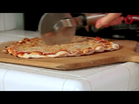 How to make Homemade Cheese Pizza