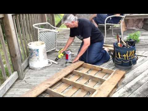 Homesteading On The Cheap - Turning Free Pallet to Deck Gate