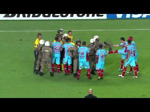 Football Violence - Copa Libertadortes 2013 - Police vs Players