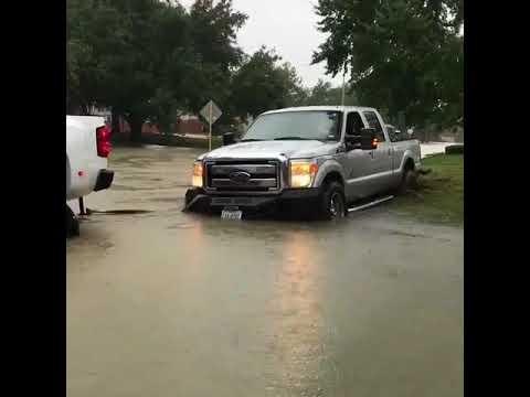 Derrick Lewis helps Hurricane Harvey flood victims