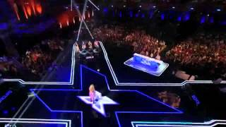 GAROTA CANTA TODOS CHORAM THE X FACTOR USA 2013