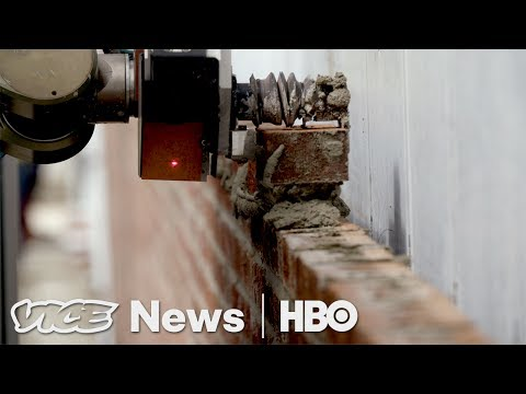 This Bricklaying Robot Can Build Walls Faster Than Humans (HBO)