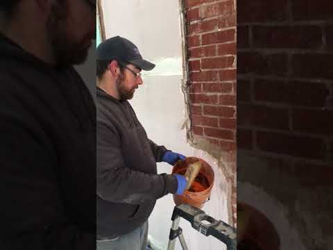 Acid washing an exposed brick wall 3/3