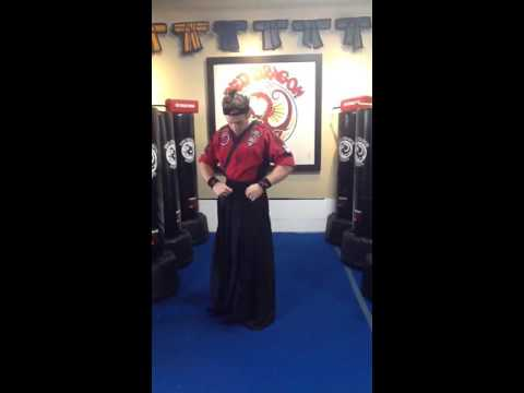 How to tie a traditional hakama