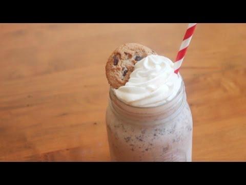 Chocolate Chip Cookie Milkshake | 5 ingredients