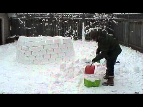 Building a Backyard IGLOO - Time Lapse
