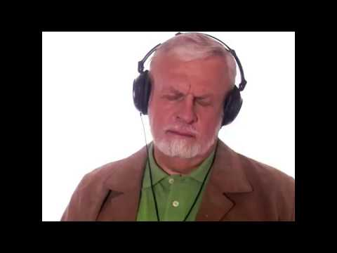 Can listening to a low hum destroy Alzheimer's brain plaques?