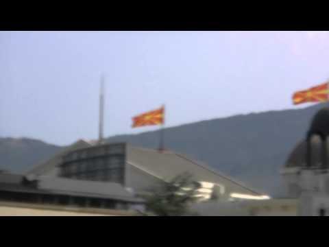アキーラさん観察④旭日旗に似たマケドニア国旗・Macedonian Flag