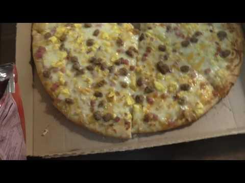 Breakfast Pizza Review 7/11 Alpena Michigan!! Biscuits And Gravy Taste!!