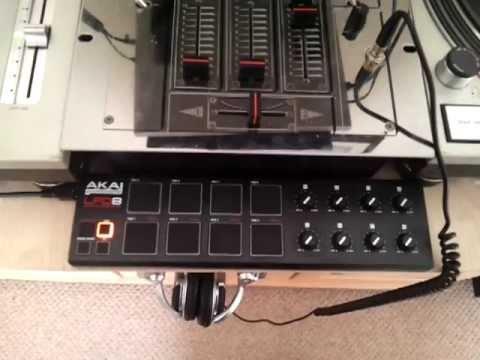 AKAI LPD8 Midi Controller with Serato Scratch Live SL3