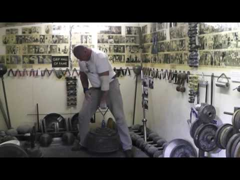 200.2k One hand lift hold for 7sec