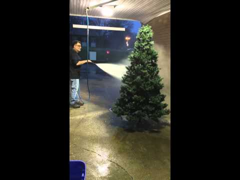 How to clean a dusty Christmas tree