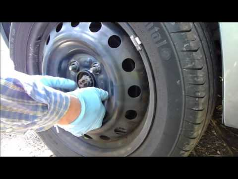 How to replace tyre of Toyota Yaris. Years 2006-2011