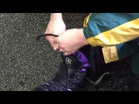 How to tie snowboard boots