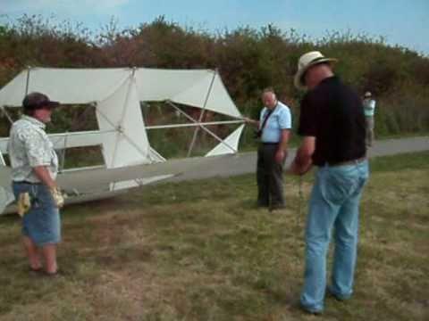 Scott Skinner assembles and flys a Lindenburg weather box kite