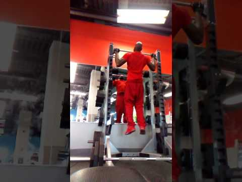 Big Lats pull ups for big wide back