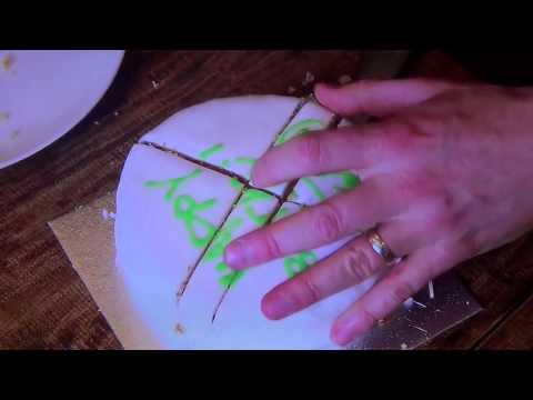 The Scientific Way to Cut a Cake / Matemático mostra maneira cientifica de tirar uma fatia perfeita