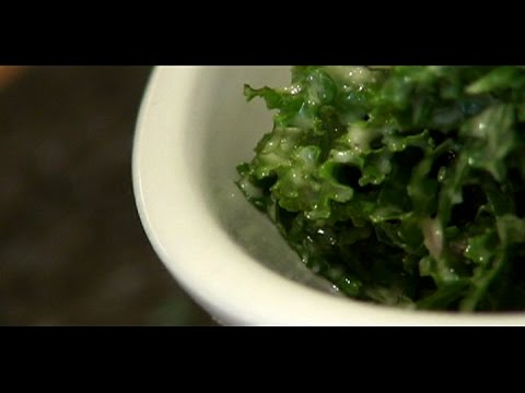 How to Make a Raw Kale and Faux Caesar Dressing