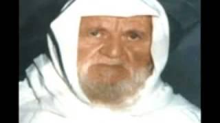 الشيخ الالباني يصلي ويعلم الصلاة كما صلى النبي