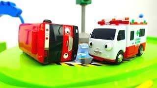 Die Ampel ist kaputt! – Einsatz für die Helfer Autos – Video für Jungen mit Spielzeugautos