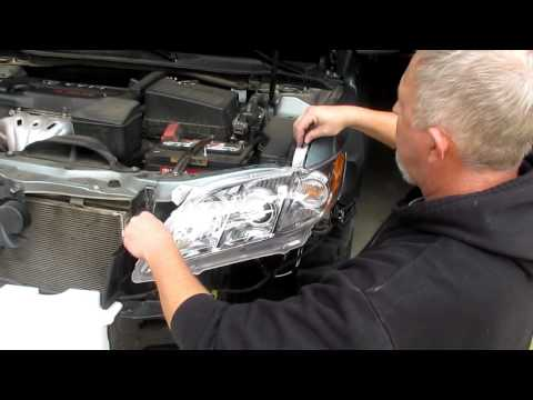 Change Headlight Assemblies on a 2007 - 2011 Toyota Camry with Foglights