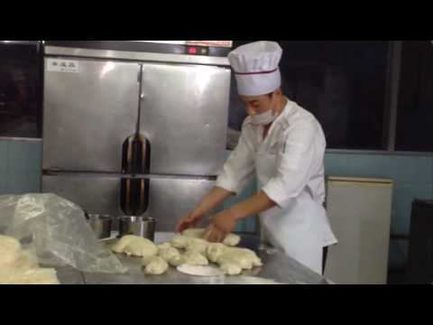 How to Make Chinese Hand Pulled Noodles Version2 手工拉面 includes making the dough