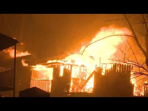 Tennessee wildfires force mass evacuations