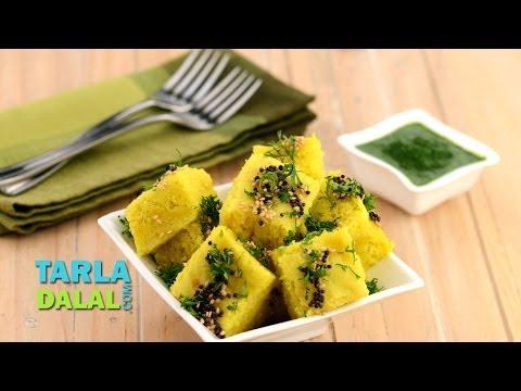 मूंग दाल ढोकला (Moong Dal Dhokla) by Tarla Dalal
