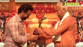 UNCUT- Aamir Khan receives Deenananth Mangeshkar Award for Dangal | SpotboyE