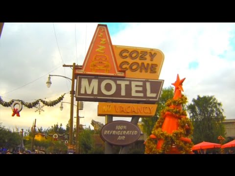 Mealtime at Disneyland: Cozy Cone Motel (Mac and Cheese Cone)