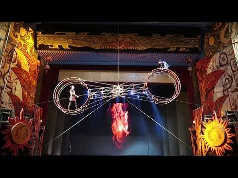 Spinning double wheel Peking acrobats