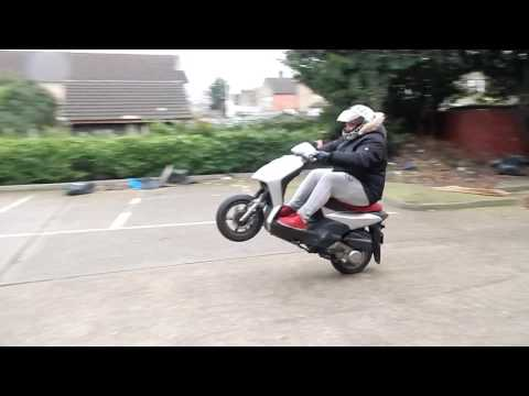 learning to wheelie a 125cc 4stroke - part 1 - hitting the balance point