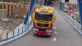 Heavy haulage through the streets of RC Glashaus