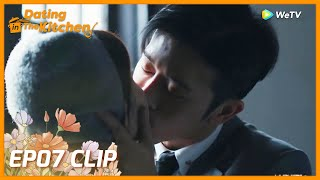 【Dating in the Kitchen】EP07 Clip | The man kissed then ran away?! | 我,喜欢你 | ENG SUB