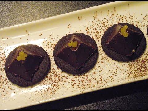How to make avocado and chocolate mousse with mango caviar