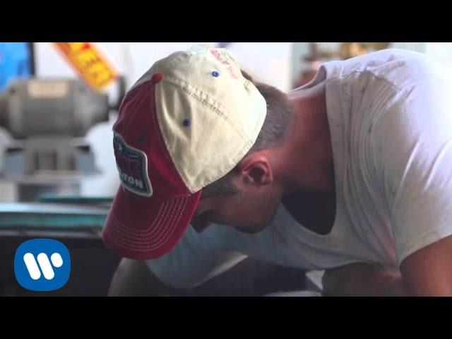 Blake Shelton - Buzzin' (feat. RaeLynn)