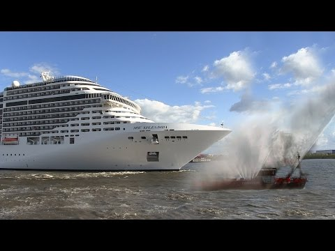 Cruise ship MSC Splendida playing We Will Rock You / Seven Nation Army on its horn