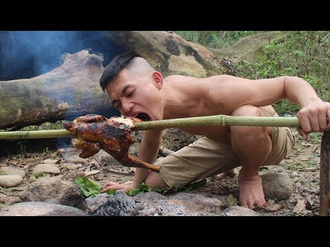 Primitive Technology: Simple chicken trap in the forest and delicious grilled | Survival skills